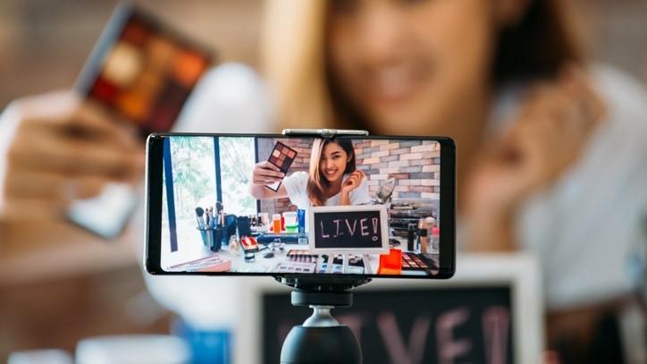 Học cách live stream bán quần áo, mỹ phẩm hiệu quả