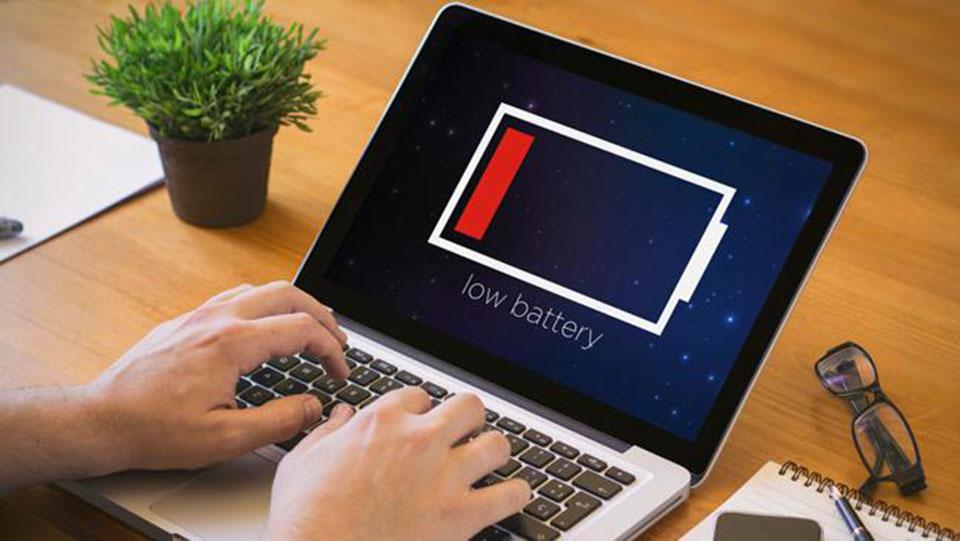 Nên sử dụng pin hay cắm sạc sử dụng trực tiếp nguồn điện cho máy tính